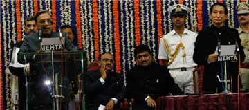 Rajendra Darda being sworn in as Minister in 2009 in Chief Minister Ashokrao Chavan's Cabinet.