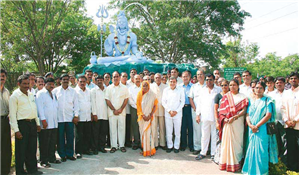 Rajendra Darda at the installation of 18 Feet Statue of Lord Shiva at Crematorium, Cidco Aurangabad.