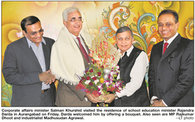 Corporate affairs minister Salman Khurshid visited the residence of School Education Minister Rajendra Darda in Aurangabad. Darda welcomed him by offering a bouquet. Also seen are MP Rajkumar Dhoot and Industrialist Madhusudan Agrawal. December 19, 2010.