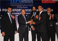 Nikhil Nevtia receiving the Gold Trophy for Top Exporter (Western region) from Maharashtra Industries Minister Rajendra Darda on August 6, 2010, at 2007-08 Export Excellence award function organised by Engineering Export Promotion Council, Minister of Commerce and Industry, Government of India.