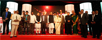 President of India Pratibha Patil, Governor K Sankaranarayanan, Vijay Darda and Rajendra Darda, at Lokmat Maharashtrian of the Year Award function, Mumbai, 2011.