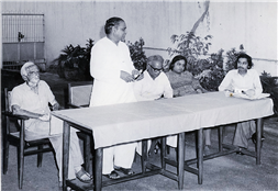 (From L) V G Deshpande, Jawaharlalji Darda, Baba Dalvi, Vijay Darda and Rajendra Darda during an editorial meeting at Lokmat, Nagpur.