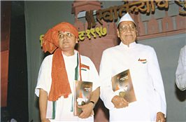 Rajendra Darda with Jawaharlalji Darda during golden jubilee celebrations of India's independence organised by Lokmat at Aurangabad on August 14-15, 1997. This was the last public programme of Lokmat founder Jawaharlalji Darda at Aurangabad.