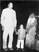 Four-year-old Rajendra with father Jawaharlal Darda and mother Veenadevi Darda