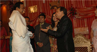 Rajendra Darda with Union Home Minister P Chidambaram at the marriage reception of Karan Darda.