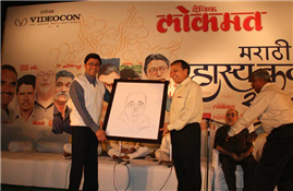 MNS Chief Raj Thackeray presenting to Rajendra Darda cartoon of Poet Mangesh Padgaonkar made by him live on Lokmat stage at Aurangabad