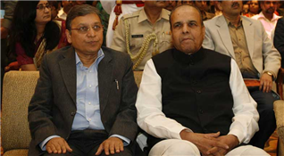 Rajendra Darda with Governor K Sankaranarayanan at Mumbai