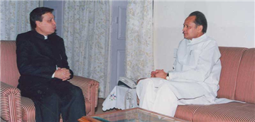 Rajendra Darda with Chief Minister, Rajasthan, Ashok Gehlot at Jaipur, 2000.