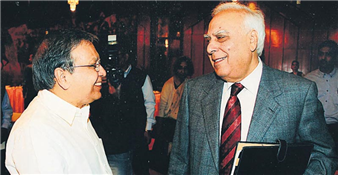 Rajendra Darda with HRD minister Kapil Sibal, New Delhi 2011.