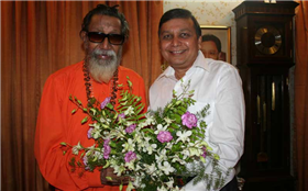 Rajendra Darda with Shiv Sena Supremo Balasaheb Thackeray.