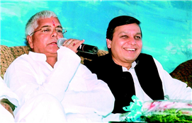 Rajendra Darda with Railway Minister Lalu Prasad Yadav, who gave Train Janshatabdi Express to Aurangabad.