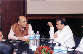 Rajendra Darda with noted Supreme Court lawyer Abhishek Manu Singhvi, in Aurangabad.