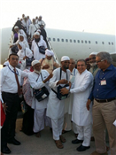 Rajendra Darda welcoming Hajis who returned from Haj Pilgrimage.