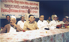 Rajendra Darda in a function with freedom fighter Padmavibhushan Govindbhai Shroff, socialist leader Dr Bapusaheb Kaldate and freedom fighter Vijendra Kabra on October 20, 2001